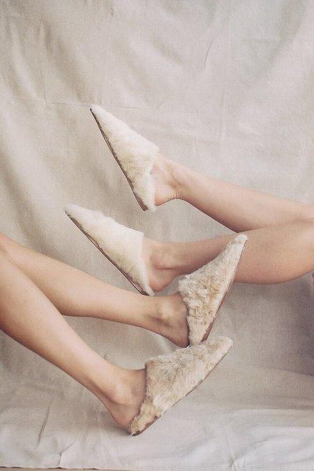 Bronze Age Dalia Shearling Slides - Honey