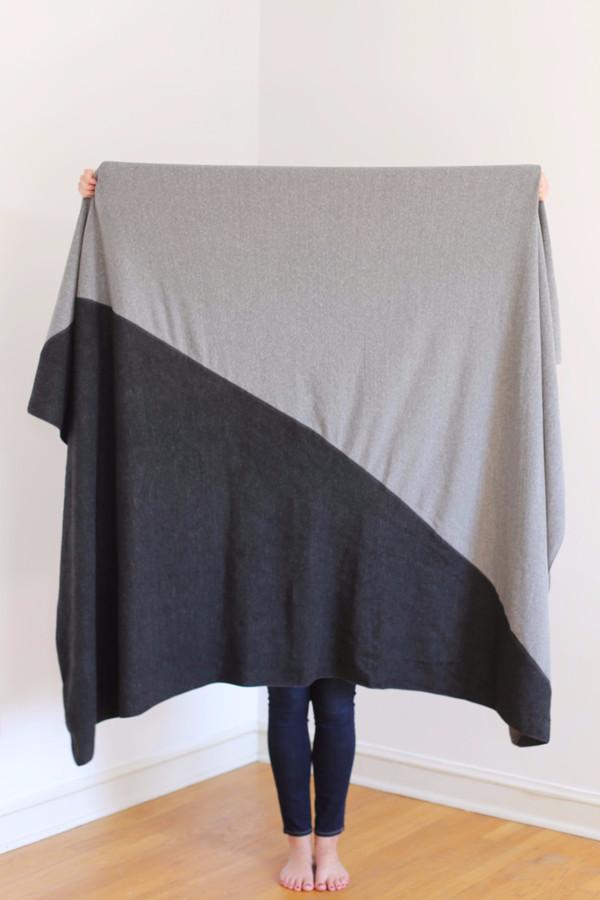 Donni Charm Donni Sweatshirt Diagonal Scarf