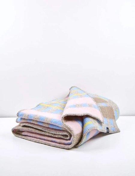 ZigZag Zurich Bauhaused 4 Wool Blanket  - Pink