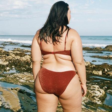 lonely Willa Brief swim - Port