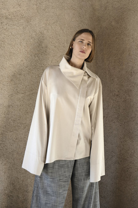 K M by L A N G E Silky Decosnstucted Oversize Shirt - Champagne