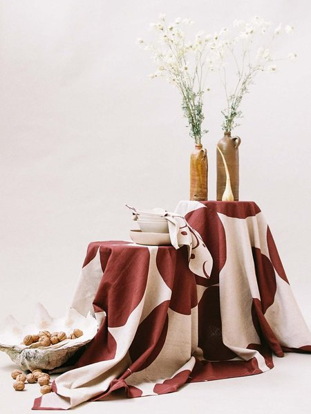 Mosey Me Pebble Tablecloth - Wine