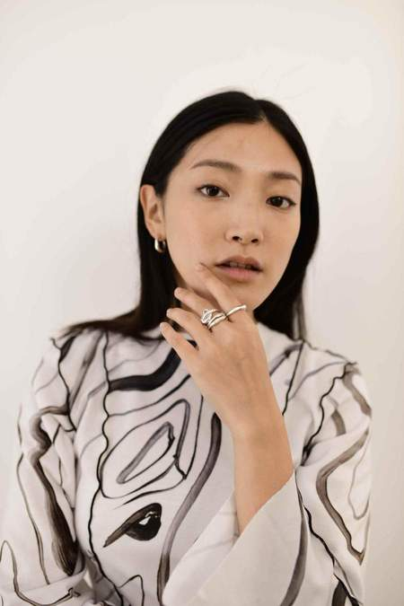 Hana kim Flow ring - gold