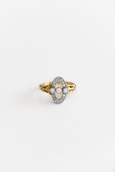 RELIQUARY VINTAGE DECO DIAMOND OVAL RING - 18K GOLD