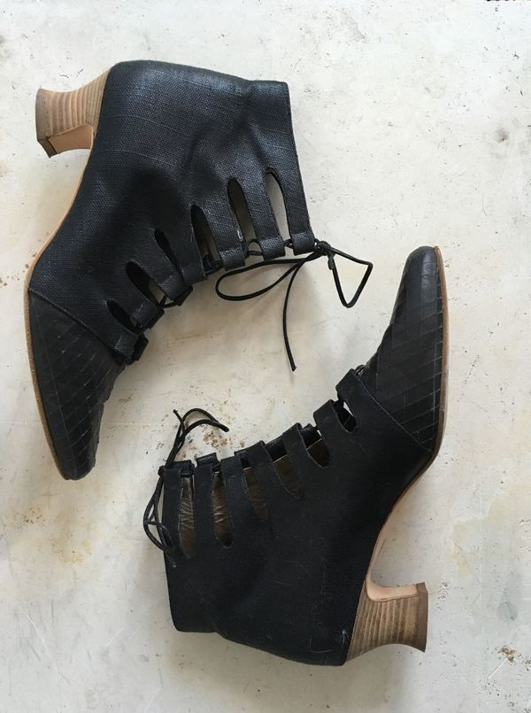 The Shudio Vintage Black Lace up Boots (Sz 9B)
