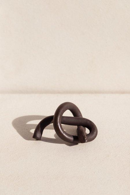 Asobimasu Clay Knotted Sculpture