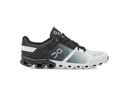 On Shoes Cloudflow Men 25.99638 sneakers - Black/White