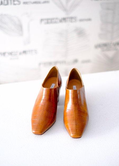 About Arianne Julieta Shoe
