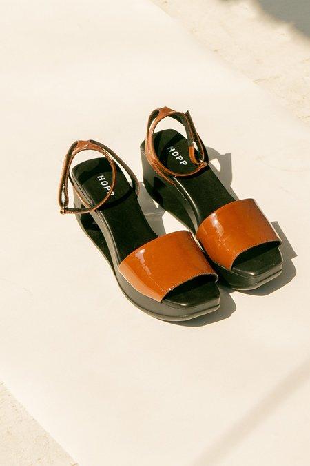 Hopp Limbo Strap sandal - Patent Caramel