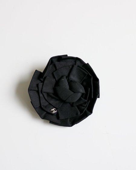 pre-loved Chanel Camellia Flat Ribbon Pin - black