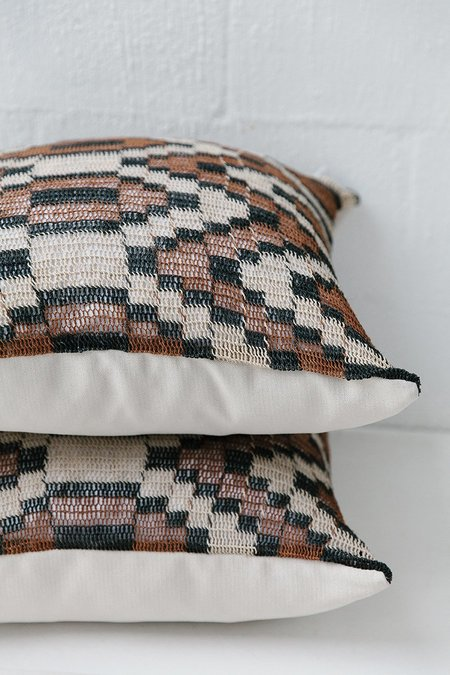 Pampa Litoral Cushion #0001 - White/Navy/Brown
