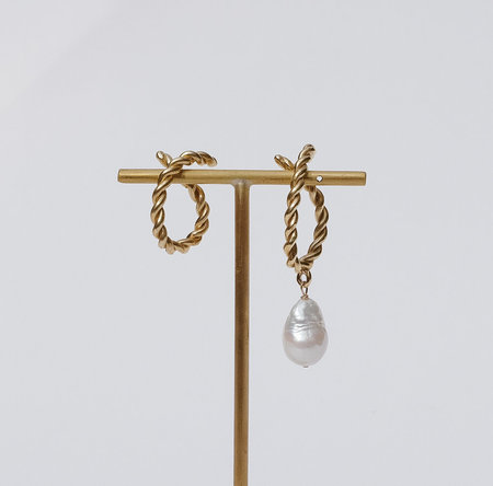 Luiny Interlaced Pearl Drop Ear Cuff Set