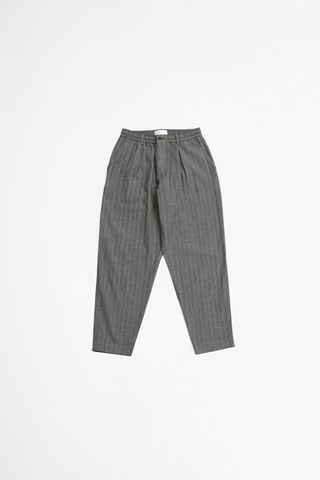 Universal Works Pleated track pant leo cotton - grey