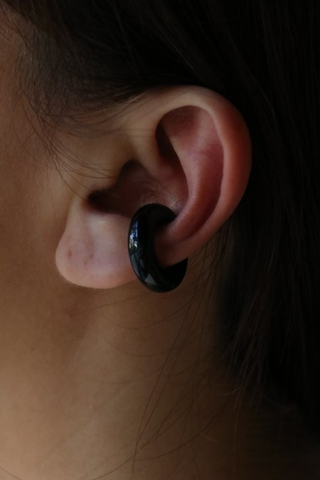 Saskia Diez Bold Semiprecious Big cuff Ear - Onyx Black