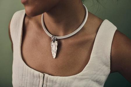 MAIDA GOODS Lg Arrowhead Notched Choker Necklace