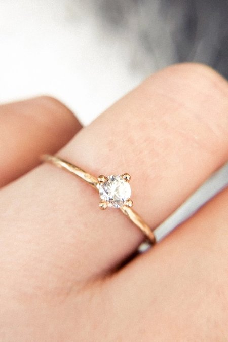 Valley Rose Hera 3mm White Sapphire Solitaire Ring - 14k Gold