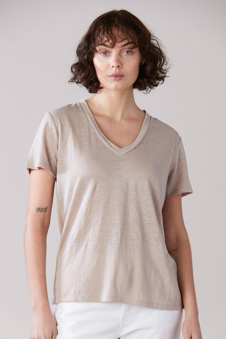 Laing Home Essential Linen V-Neck T-Shirt - Washed Sand