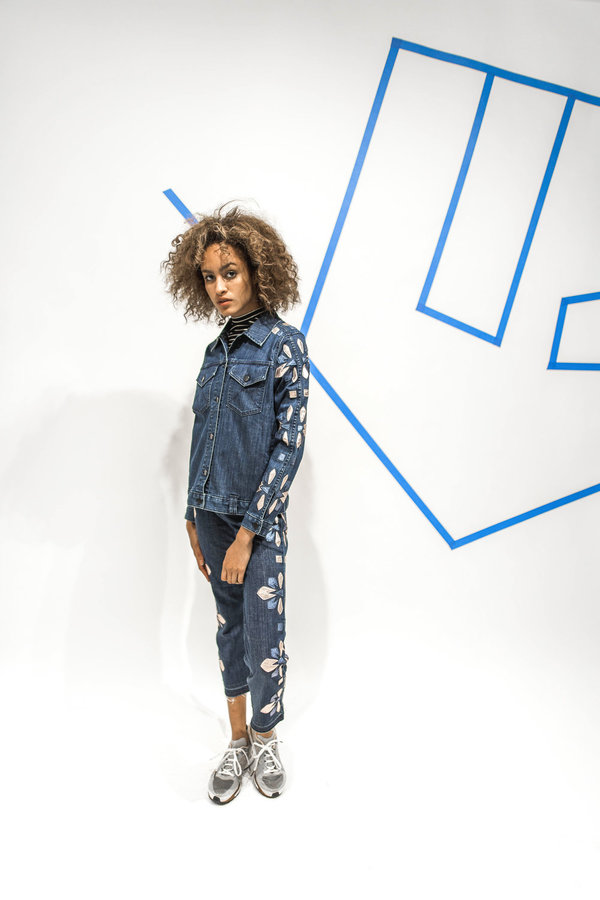 Alyssa Less MCVIE Cropped Flare - Blue Deco Bloom
