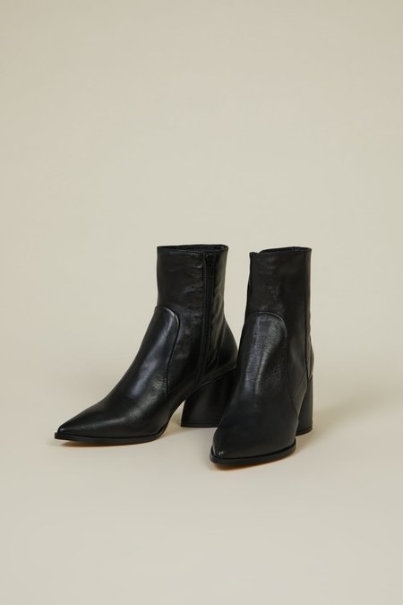 """INTENTIONALLY __________."" Lima Boots - Black"