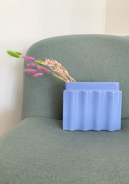 Los Objetos Decorativos Waves Vase - Cornflower