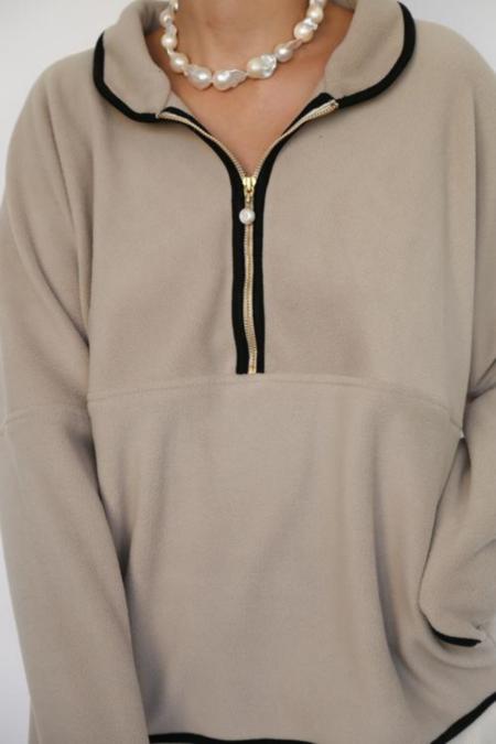 Donni. Polar 1/2 Zip Pullover - Taupe/Black