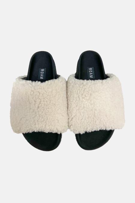 Roam Fuzzy Slider Shoes - White