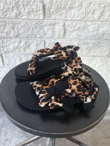 Arizona Love Trekky Sandals - Leo Print Choux