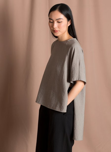 KAAREM Nonic Raglan Short Sleeve Hi-Lo Top - Sage Green