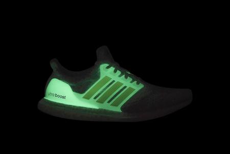 adidas Ultraboost 5.0 DNA GLOW IN THE DARK SNEAKER - WHITE