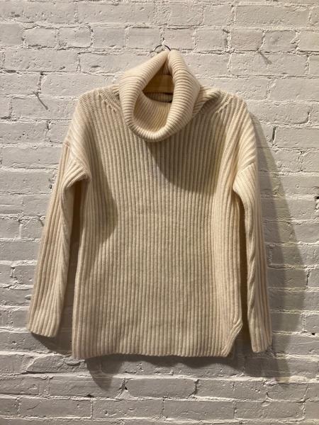 Nadaam Studio Cashmere Turtleneck Sweater - Cream