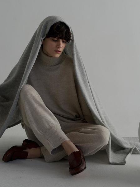 Unisex Lauren Manoogian Fine Wide Scarf - Light Grey
