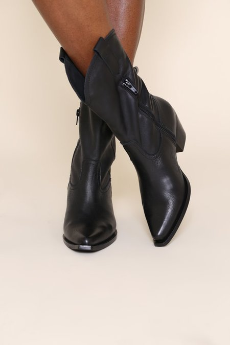 """""""INTENTIONALLY __________."""" James Boots - Black"""