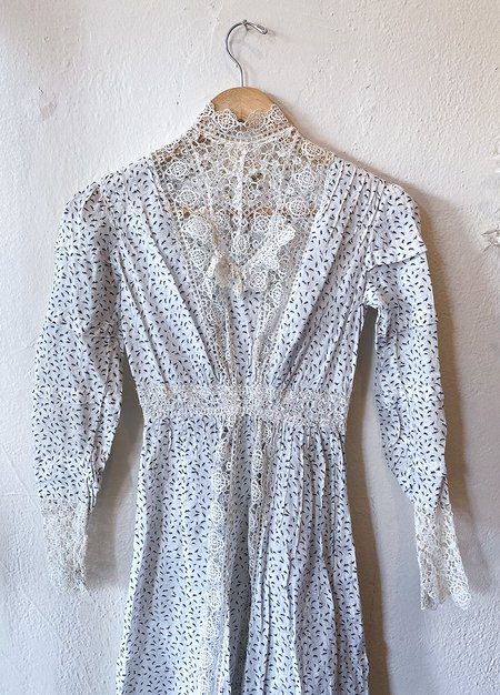 Vintage Victorian Holly Leaf High Collar Dress - Black/Grey