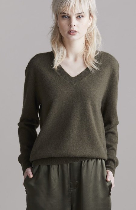 Laing Home The Essential Cashmere V-Neck top - Forest