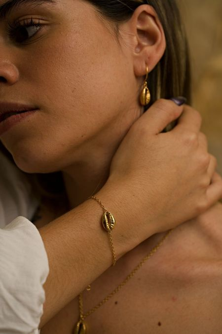 The CANO Shoe Concha Bracelet - Gold