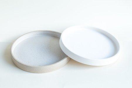 Studio S | K Low Wall Medium Plate - Milk