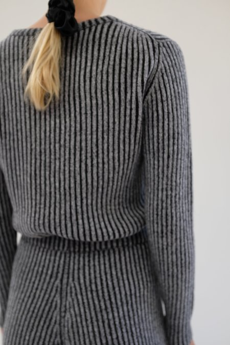 Beklina Cashmere Ribbed Crew Sweater - Black