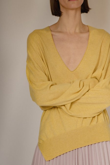Oyuna Nysna Knitted V-Neck Maxi Pullover - Butter
