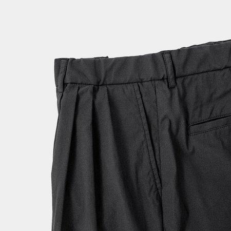 Still By Hand 4 Tuck Slim Tapered Pants - Black