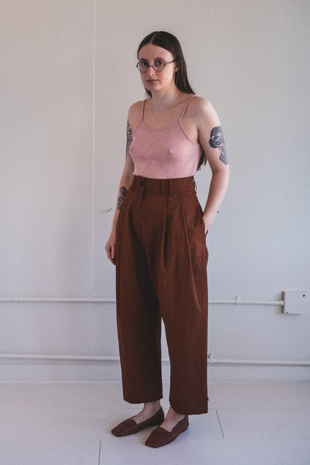 Studio Nicholson BAG PANT - TRUFFLE COATED LINEN