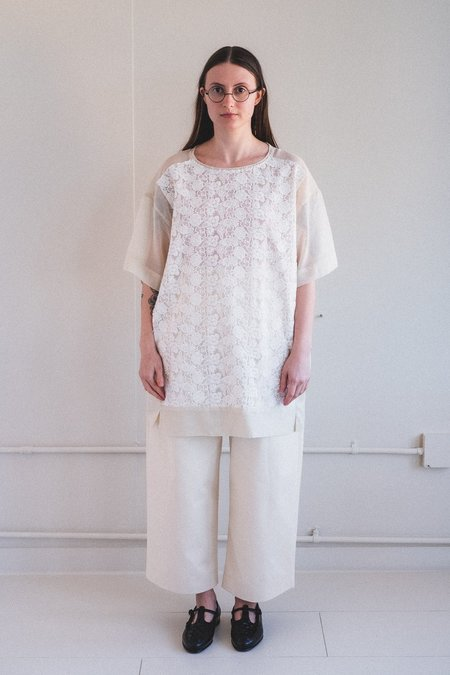 Antipast FLOWER EMBROIDERY FABRIC TOP - White