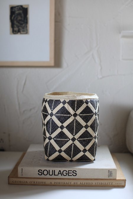 Handa Textiles Cosmos Basket - natural/black