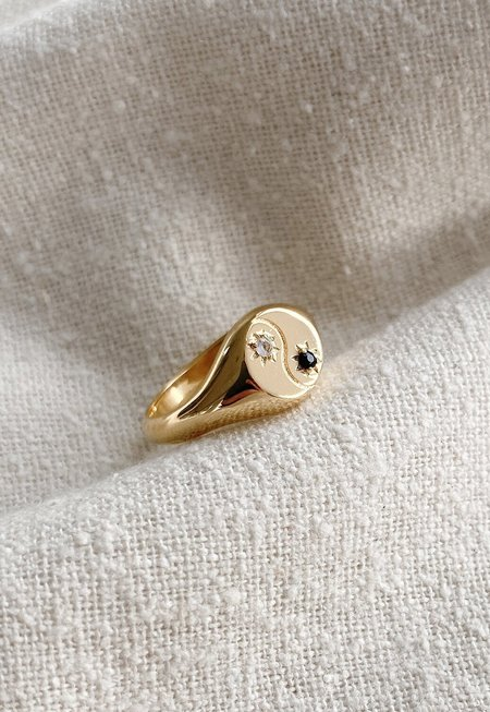 Merewif Yin + Yang Signet - Gold Plated Brass