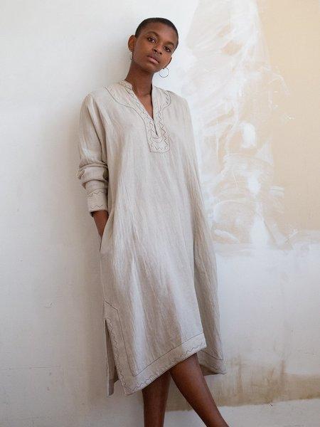 Erica Tanov rekha hand-embroidered linen caftan - natural