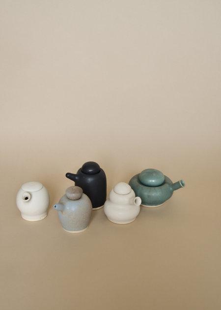 Sister Ceramics Round Tiny Pour - White
