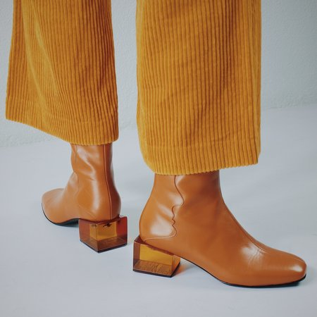 Unreal Fields STATUETTE Leather Acrylic Heel Boots - Camel