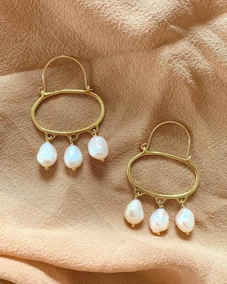 Goldeluxe Jewelry Penelope White Pearls Hoop Earrings - 14k gold filled/brass