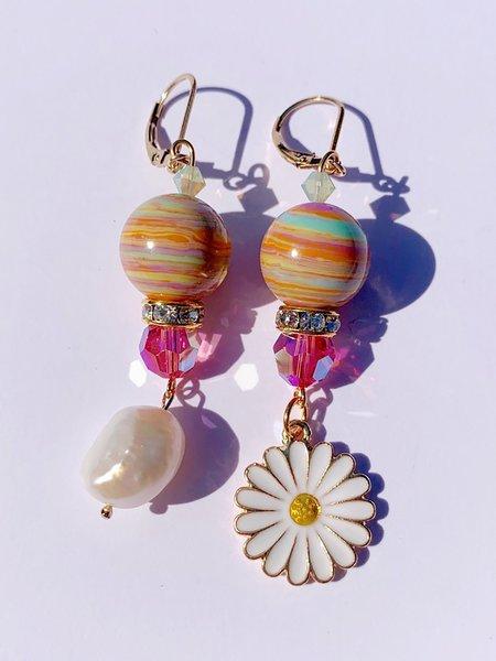 SJO Jewelry Lazy Daisy Pearl Earrings