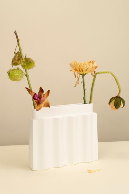 Los Objetos Decorativos Waves Vase - White