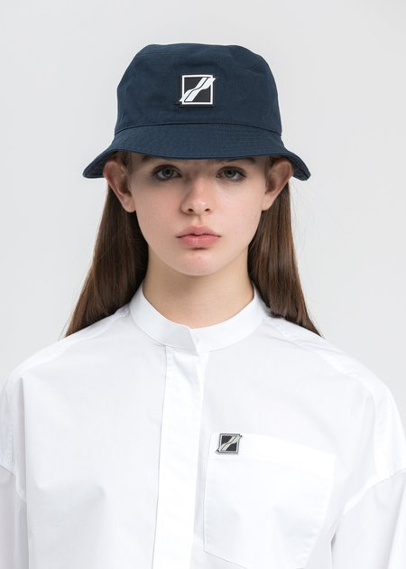 we11done Square Logo Bucket Hat - navy